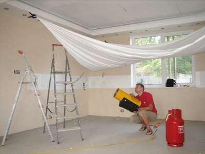 Преимущества натяжных потолков перед обычными