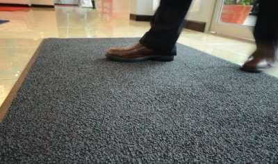 Грязезащитные ворсовые ковры на резиновой основе – лучшая защита от грязи и влаги
