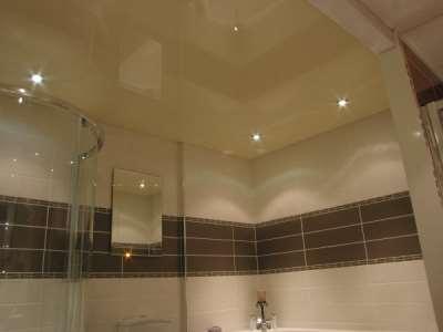 Натяжные потолки – один из лучших вариантов отделки ванной