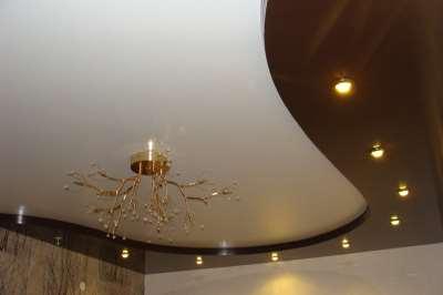 Двухуровневые натяжные потолки – тонкости применения в разных помещениях