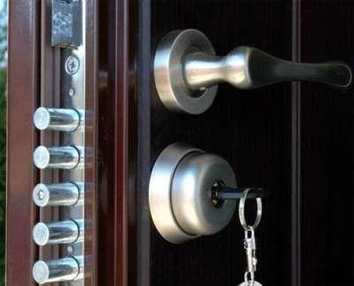 Как правильно установить замок на металлические двери