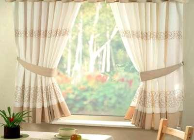 Укороченные шторы – отличное украшение интерьера