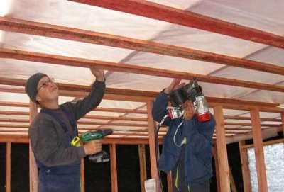 Упрощенная технология устройства потолков в каркасном доме