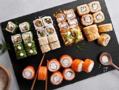 Где недорого заказать суши и роллы в Тюмени?