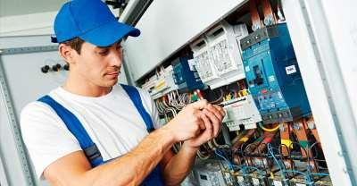 Почему лучше обращаться к профессиональным электрикам?