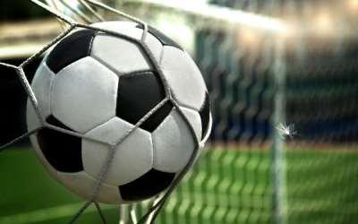 По каким характеристикам выбирать футбольный мяч