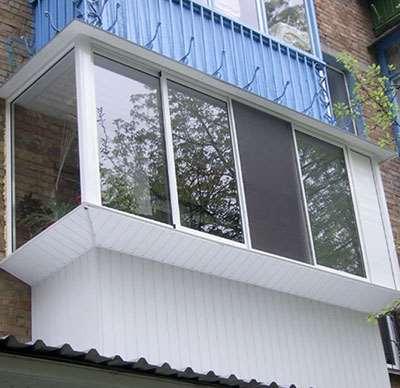 Зачем проводить остекление балкона