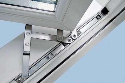 Особенности ремонта фурнитуры на пластиковых окнах