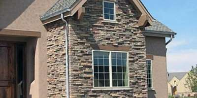 Фасад из камня красиво и практично