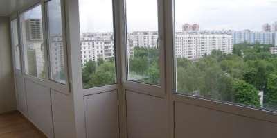 Различия между теплым и холодным остеклением балкона