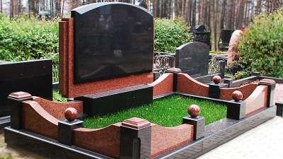 Надгробные памятники: чему отдать предпочтение