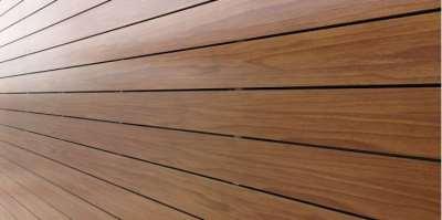 Достоинства фиброцементных фасадных панелей под дерево