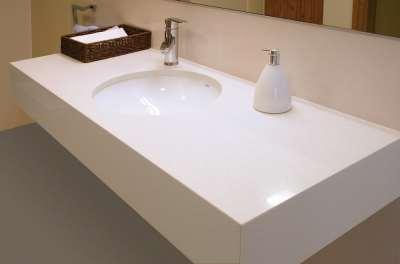 Преимущества и особенности столешницы из искусственного камня для ванной комнаты