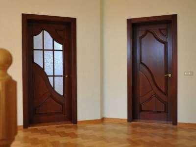 Выбираем межкомнатные деревянные двери со стеклом