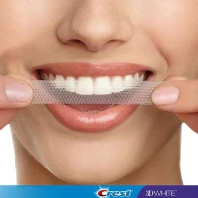 Быстрый эффективный процесс отбеливания зубов с полосками crest 3d white